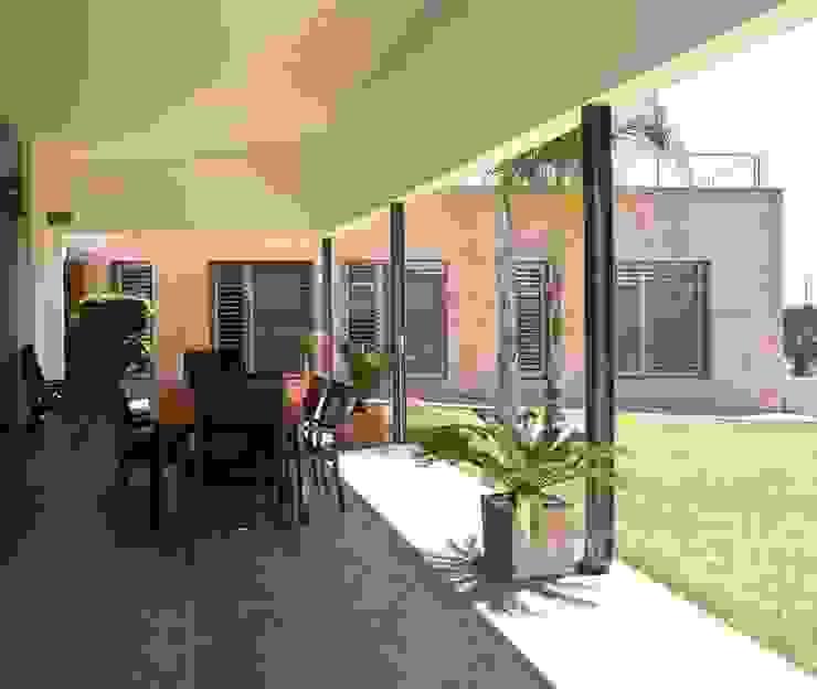 Casa Masip Balcones y terrazas de estilo mediterráneo de Ascoz Arquitectura Mediterráneo