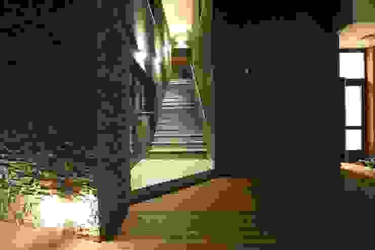 Вход в гостевой дом Дома в стиле минимализм от ORT-interiors Минимализм