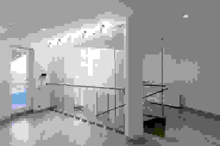Лестница Коридор, прихожая и лестница в стиле минимализм от ORT-interiors Минимализм