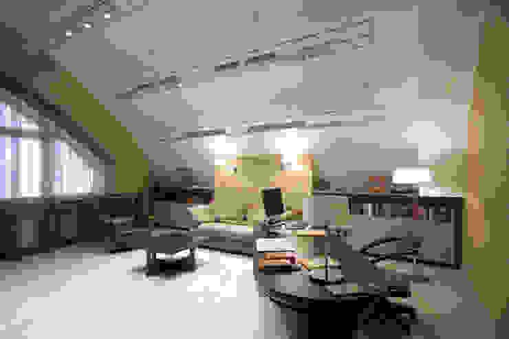 Кабинет Коридор, прихожая и лестница в стиле минимализм от ORT-interiors Минимализм