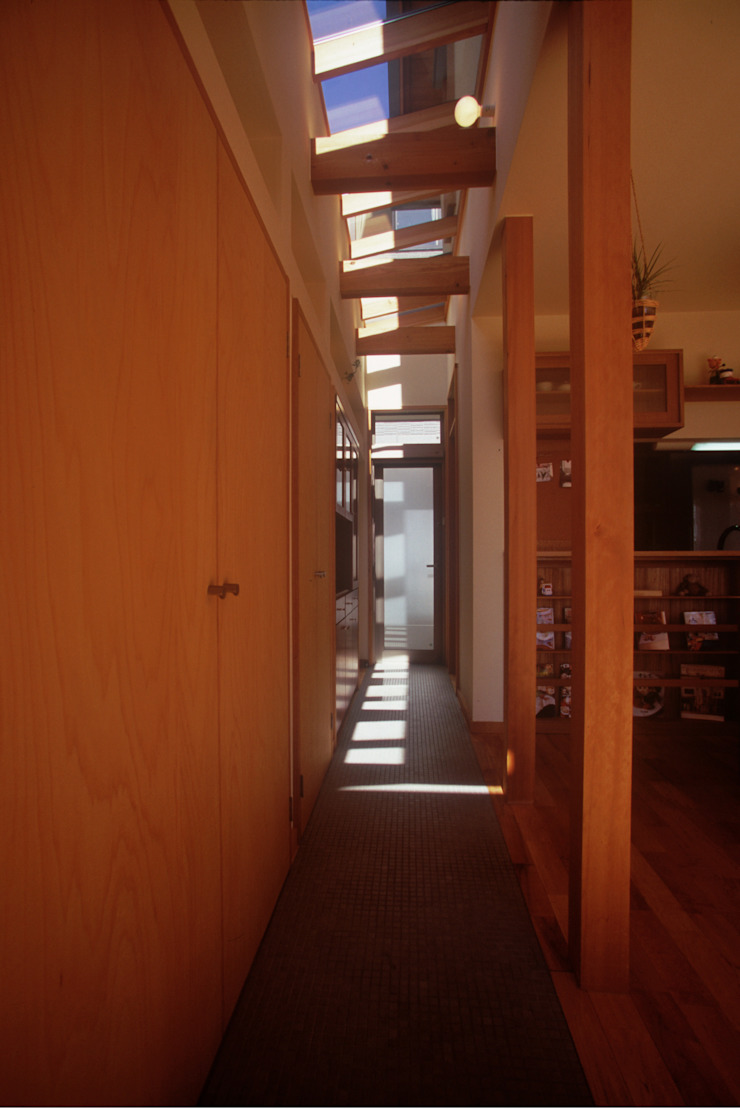 風建築工房 Pasillos, vestíbulos y escaleras escandinavos
