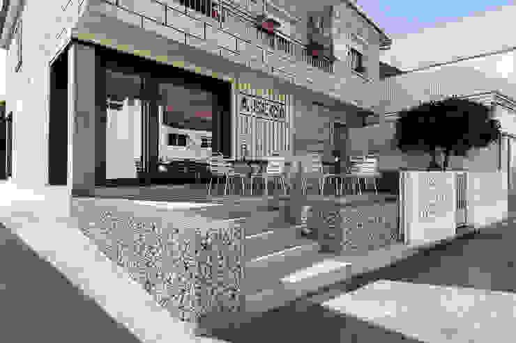 A SECA 1 Bares y clubs de estilo moderno de Obras y Reformas Poio Moderno