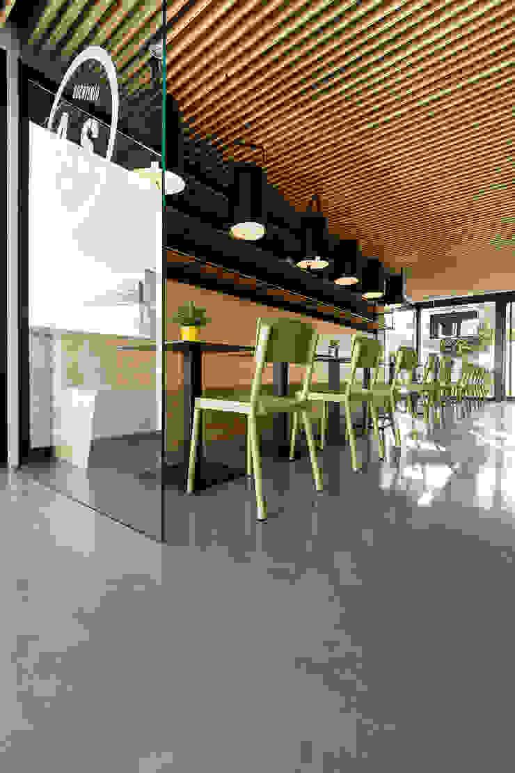 A SECA 3 Bares y clubs de estilo moderno de Obras y Reformas Poio Moderno