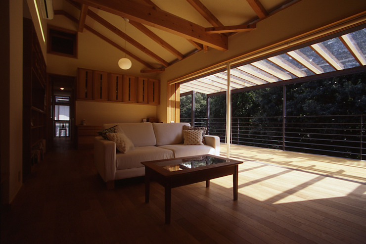 Modern living room by 風建築工房 Modern