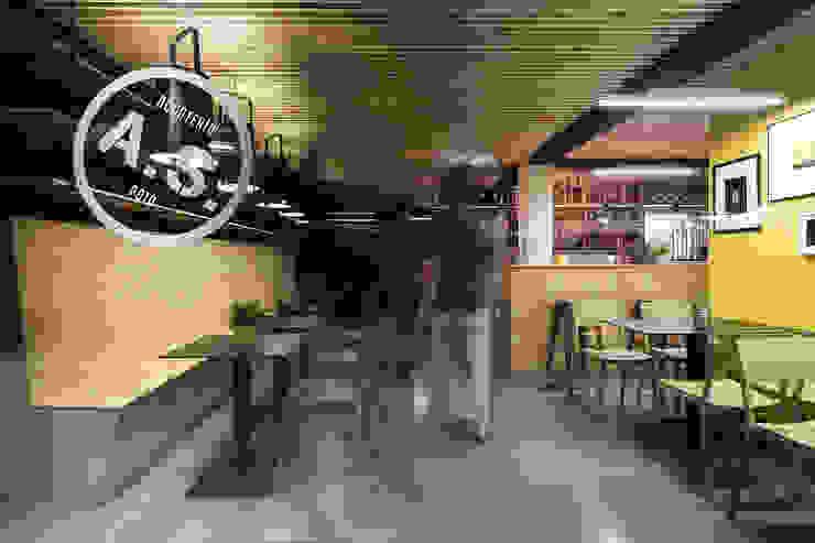 A SECA 9 Bares y clubs de estilo moderno de Obras y Reformas Poio Moderno