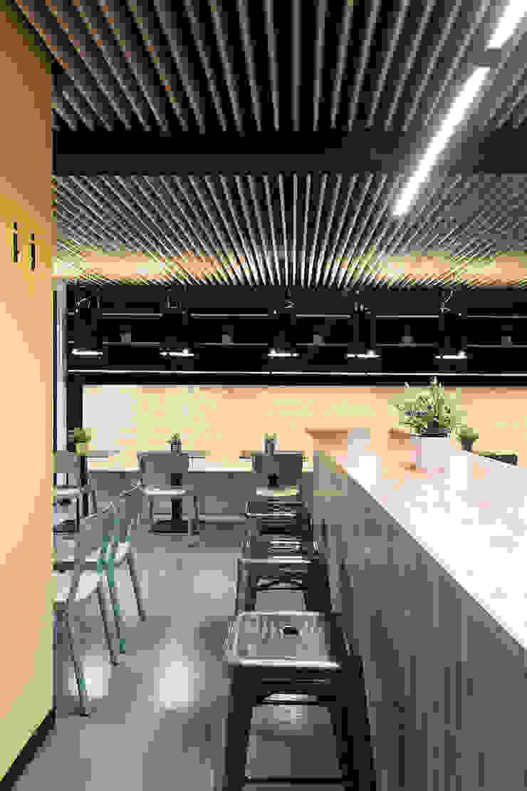 A SECA 11 Bares y clubs de estilo moderno de Obras y Reformas Poio Moderno