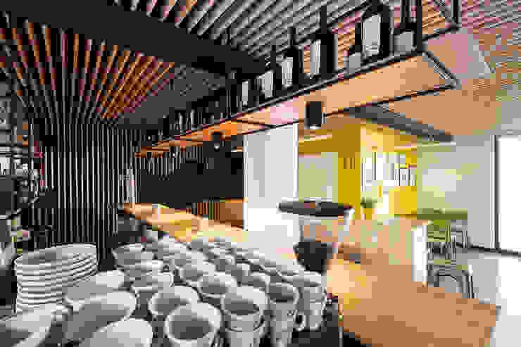 A SECA 7 Bares y clubs de estilo moderno de Obras y Reformas Poio Moderno