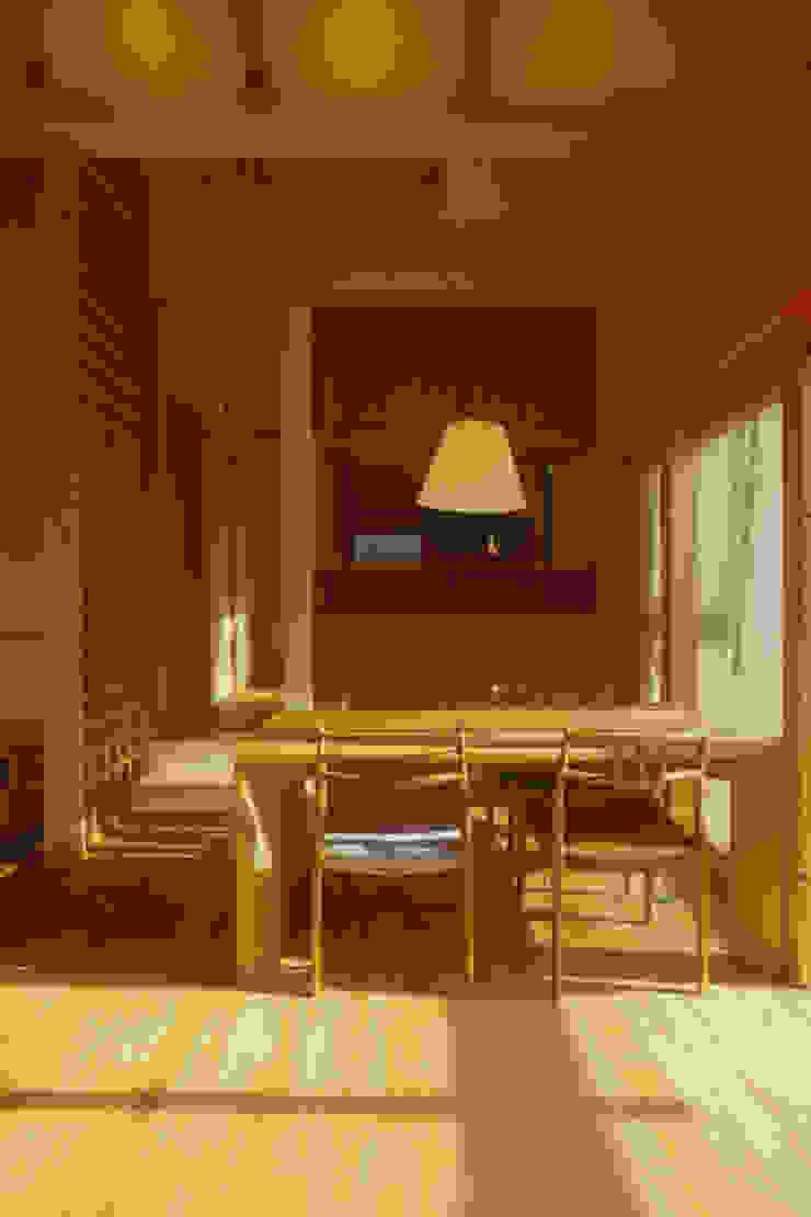 御嵩の家 北欧デザインの ダイニング の 風建築工房 北欧