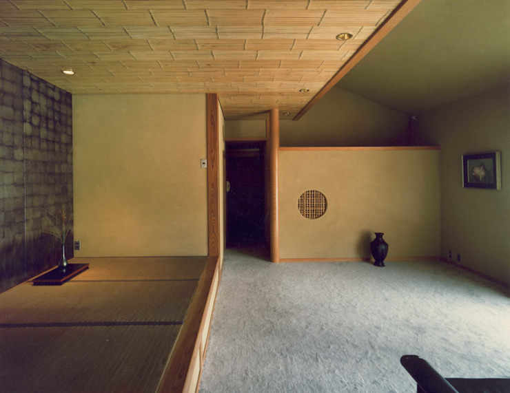 居間 撮影:村井修 クラシックデザインの リビング の 小林英治建築研究所 クラシック