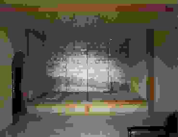 居間の畳座 撮影:村井修 クラシックデザインの リビング の 小林英治建築研究所 クラシック