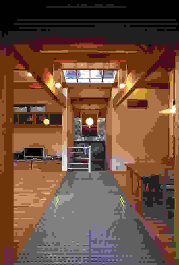 風建築工房 Salas de estilo moderno