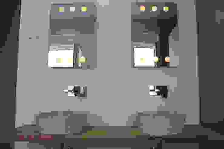 Baño dormitorio principal de CASTSHINE Minimalista