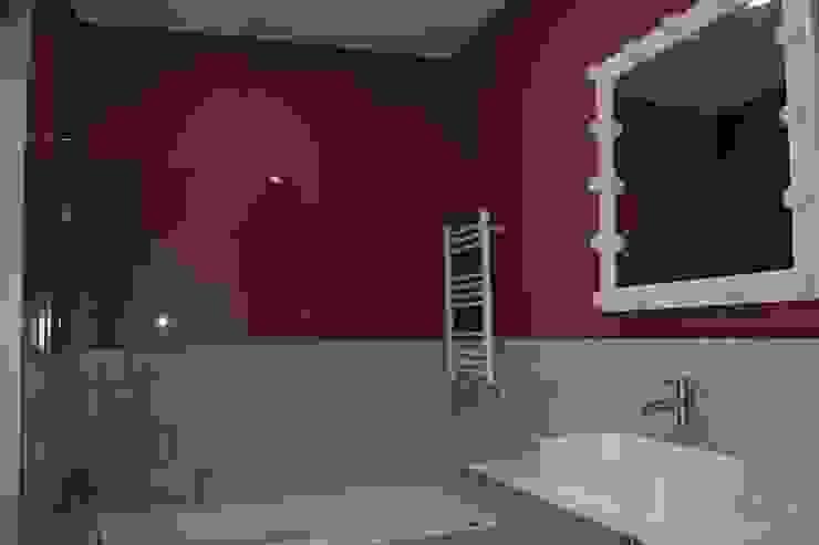 Baño dormitorio infantil Baños de estilo minimalista de CASTSHINE Minimalista