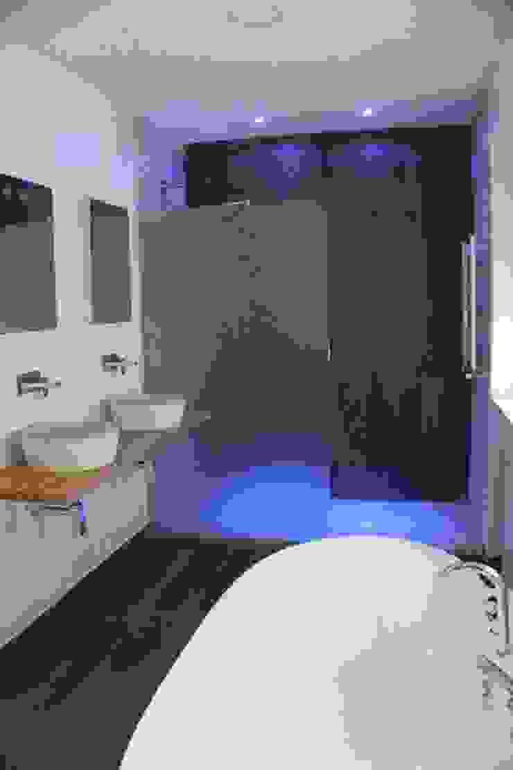 Baño dormitorio principal Baños de estilo minimalista de CASTSHINE Minimalista