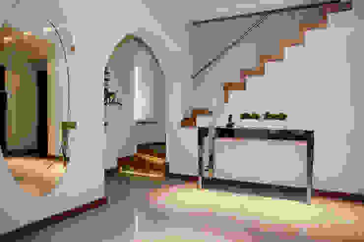 Dom jednorodzinny pod Szczecinem Nowoczesny korytarz, przedpokój i schody od Architektura Wnętrz Daria Zaremba Nowoczesny