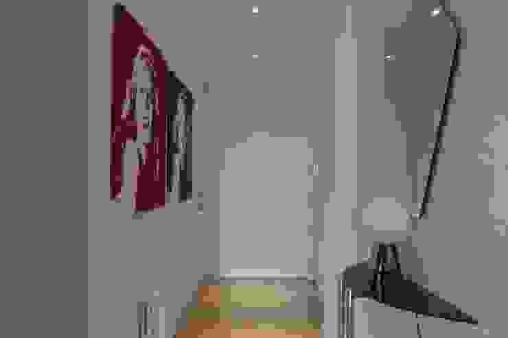 Hall entrada Pasillos, vestíbulos y escaleras de estilo minimalista de CASTSHINE Minimalista