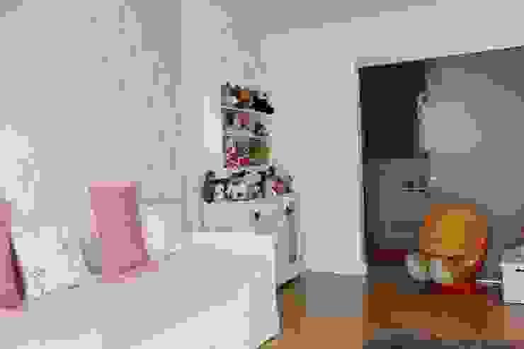 Dormitorio infantil de CASTSHINE Minimalista