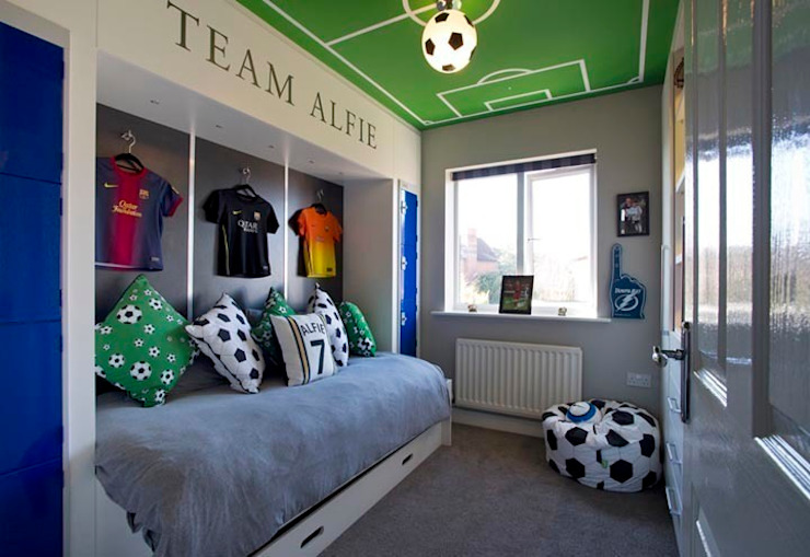 FOOTBALL BEDROOM FOR 360 INTERIOR DESIGN モダンスタイルの寝室 の COOPER BESPOKE JOINERY LTD モダン