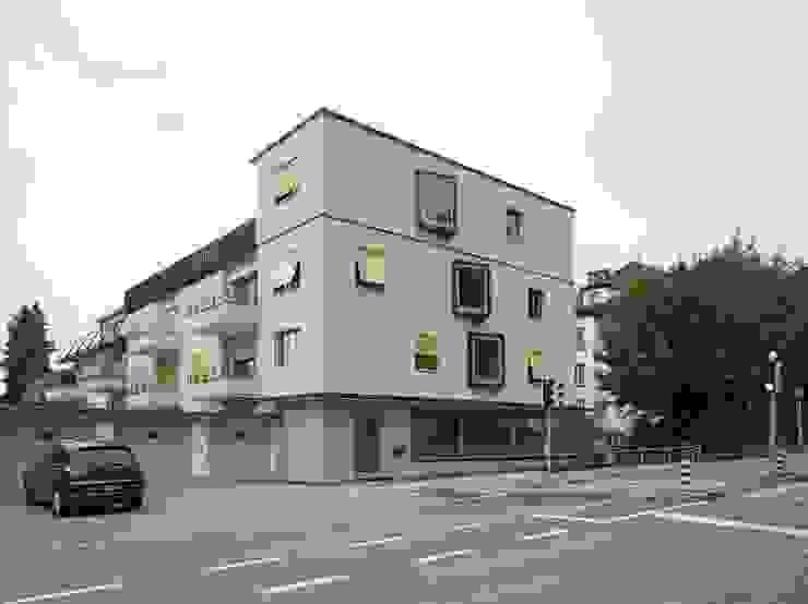 Fassade nach erfolgter Aufstockung und Wärmedämmung: modern  von André Born Architekt BSA,Modern