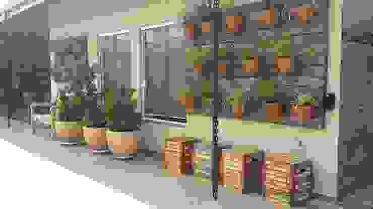 ambientação de varanda Piscinas rústicas por valeria maia decoracoes e paisagismo Rústico