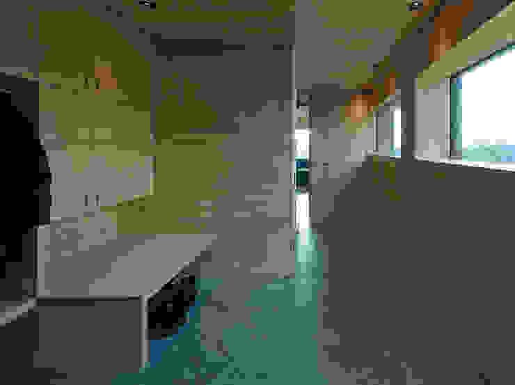 Nowoczesny korytarz, przedpokój i schody od HAMMERER Architekten GmbH/SIA Nowoczesny