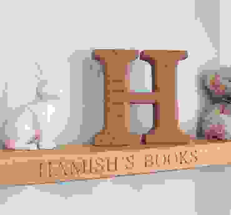 Shelves & Mantlepiece House of Carvings Chambre d'enfantsRangements