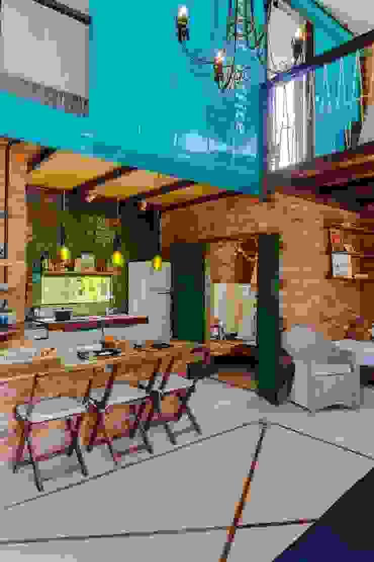 Rustic style dining room by Ferraro Habitat Rustic