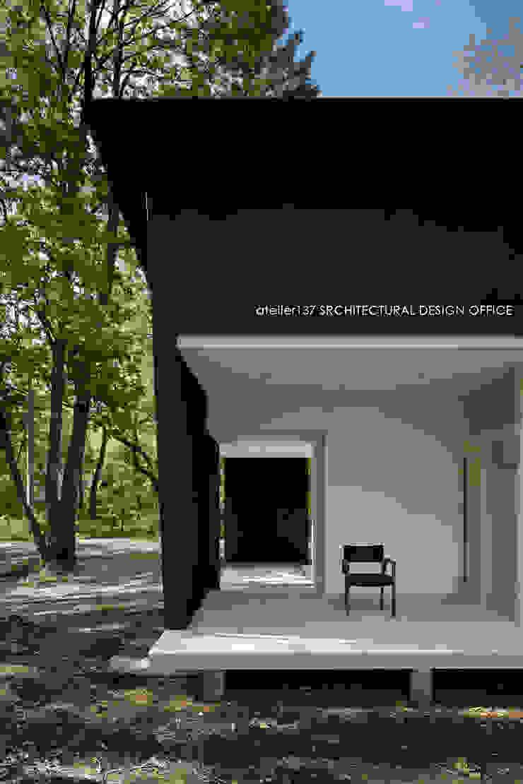 036軽井沢Kさんの家 モダンデザインの テラス の atelier137 ARCHITECTURAL DESIGN OFFICE モダン