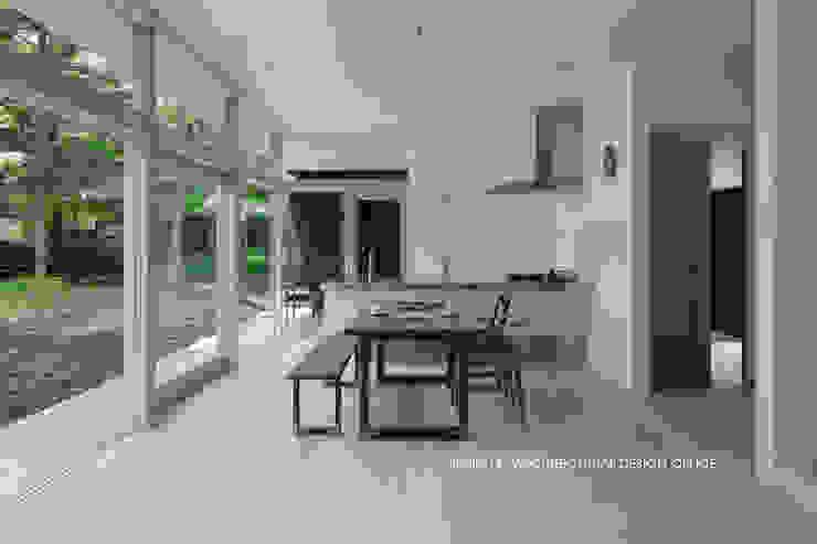 036軽井沢Kさんの家 モダンデザインの ダイニング の atelier137 ARCHITECTURAL DESIGN OFFICE モダン