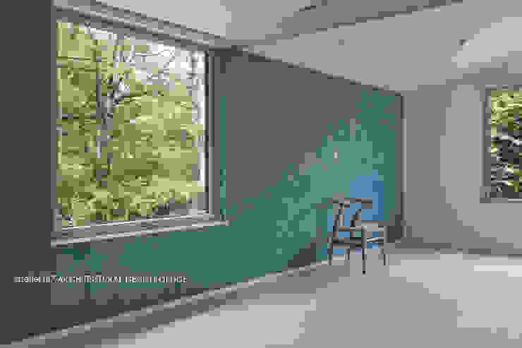 036軽井沢Kさんの家: atelier137 ARCHITECTURAL DESIGN OFFICEが手掛けた寝室です。,モダン