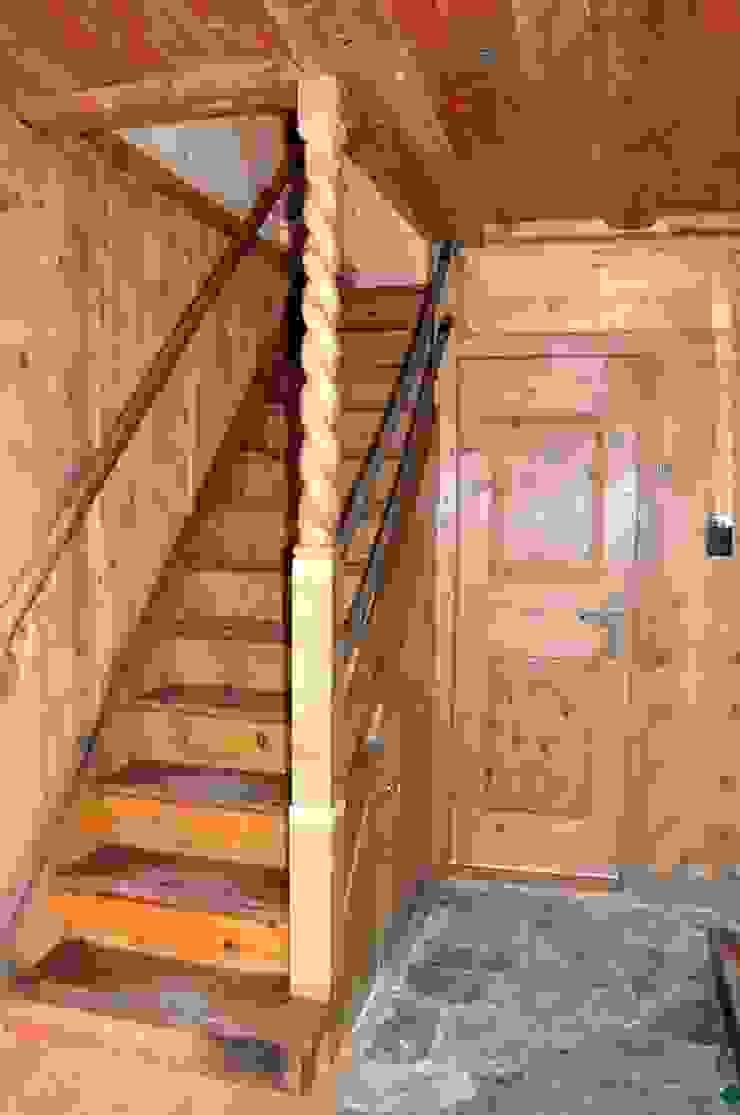 Treppenaufgang Klassische Häuser von Pablo Horváth Klassisch