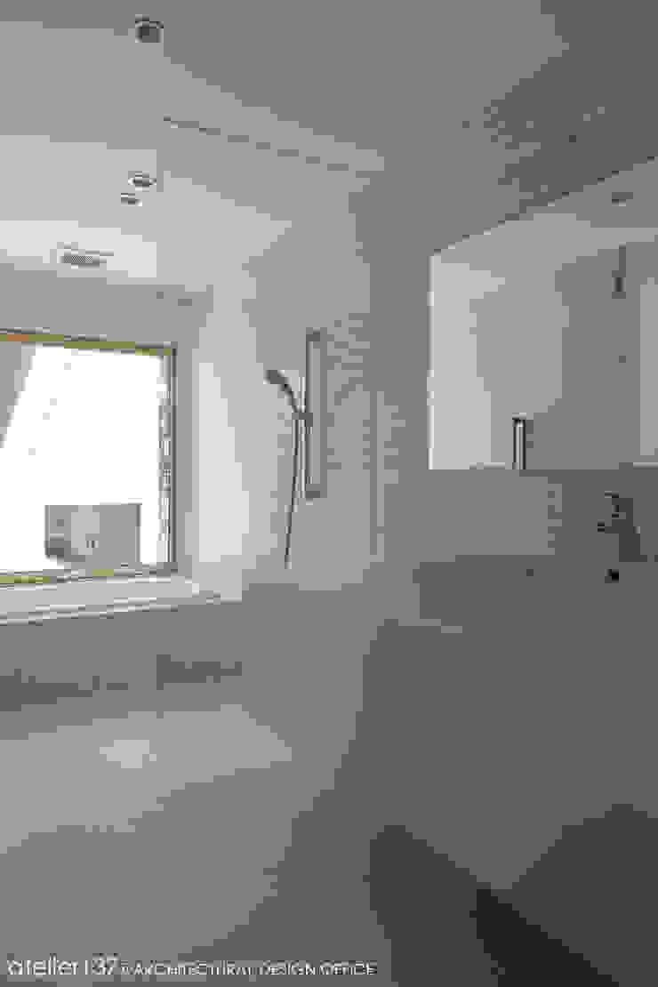 031軽井沢Tさんの家 モダンスタイルの お風呂 の atelier137 ARCHITECTURAL DESIGN OFFICE モダン