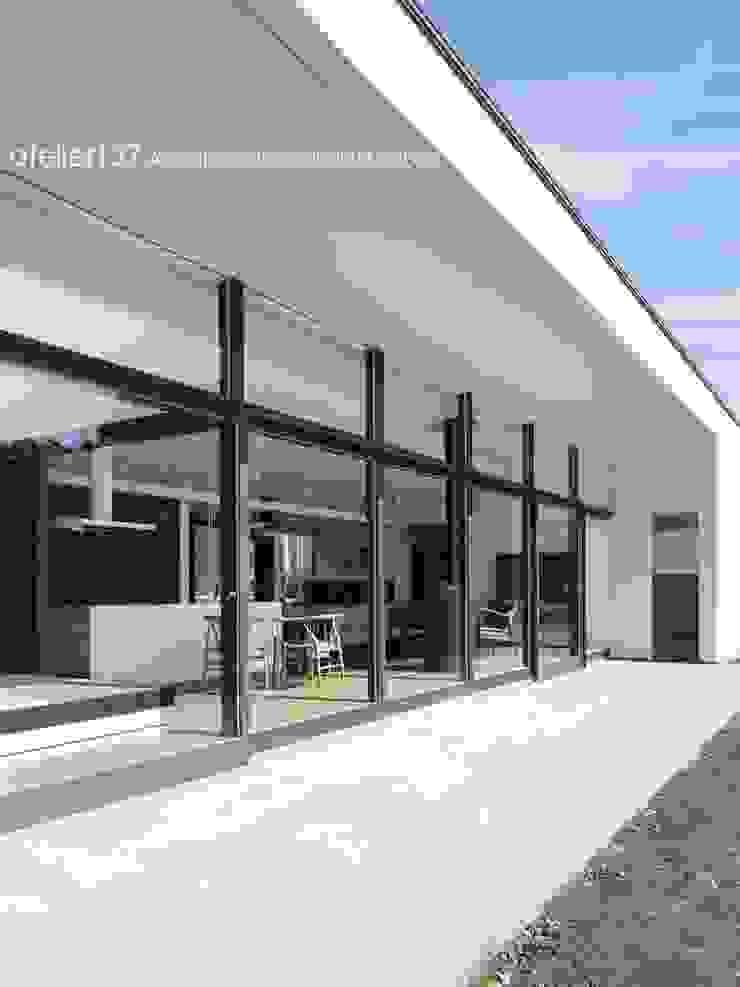 外観テラス~016小諸 I さんの家 モダンデザインの テラス の atelier137 ARCHITECTURAL DESIGN OFFICE モダン