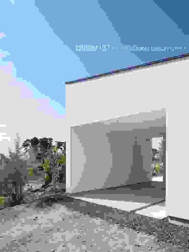 ガーレジ~016小諸 I さんの家 モダンデザインの ガレージ・物置 の atelier137 ARCHITECTURAL DESIGN OFFICE モダン