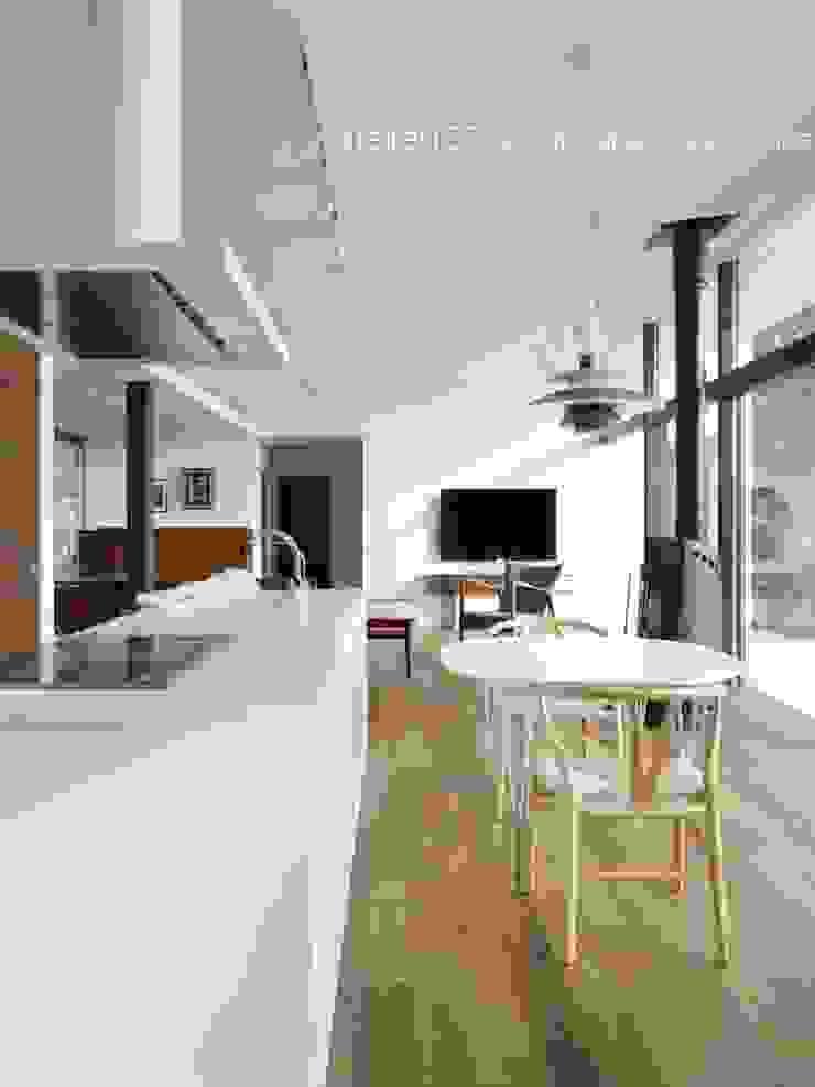 ダイニングキッチン~016小諸 I さんの家 モダンな キッチン の atelier137 ARCHITECTURAL DESIGN OFFICE モダン MDF