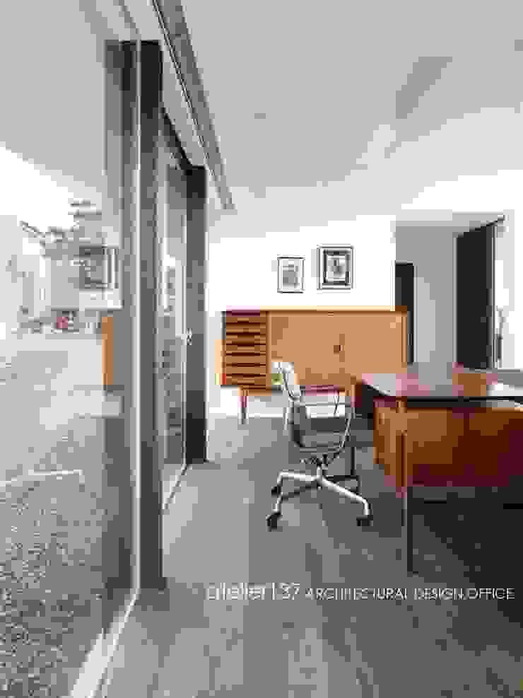 スタディスペース~016小諸 I さんの家 モダンデザインの リビング の atelier137 ARCHITECTURAL DESIGN OFFICE モダン 木 木目調