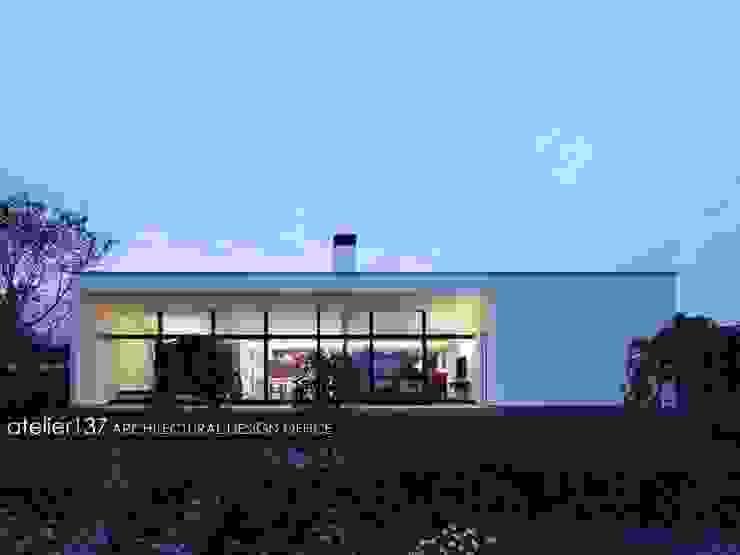 外観夕景~016小諸 I さんの家 モダンな 家 の atelier137 ARCHITECTURAL DESIGN OFFICE モダン