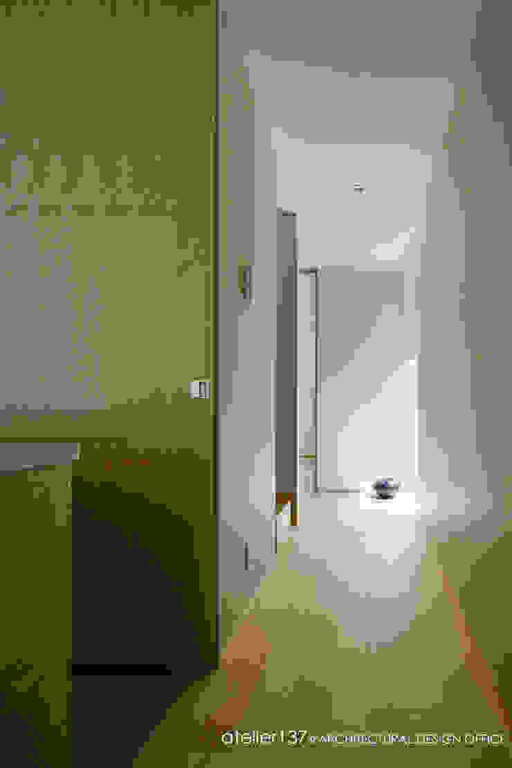 031軽井沢Tさんの家 ミニマルスタイルの 玄関&廊下&階段 の atelier137 ARCHITECTURAL DESIGN OFFICE ミニマル