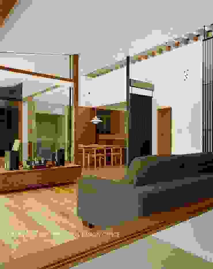 リビング~015軽井沢Tさんの家 クラシックデザインの リビング の atelier137 ARCHITECTURAL DESIGN OFFICE クラシック 木 木目調