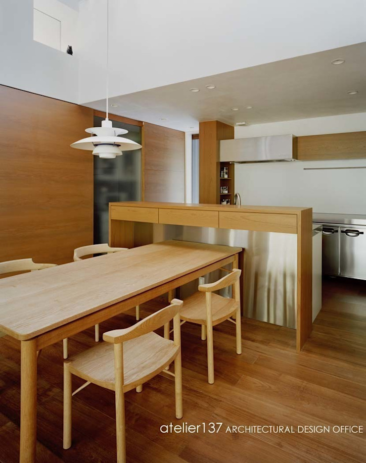 キッチン~015軽井沢Tさんの家 クラシックデザインの ダイニング の atelier137 ARCHITECTURAL DESIGN OFFICE クラシック 木 木目調