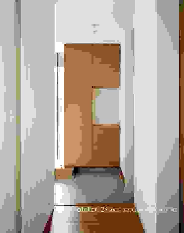 玄関~015軽井沢Tさんの家 モダンスタイルの 玄関&廊下&階段 の atelier137 ARCHITECTURAL DESIGN OFFICE モダン 石