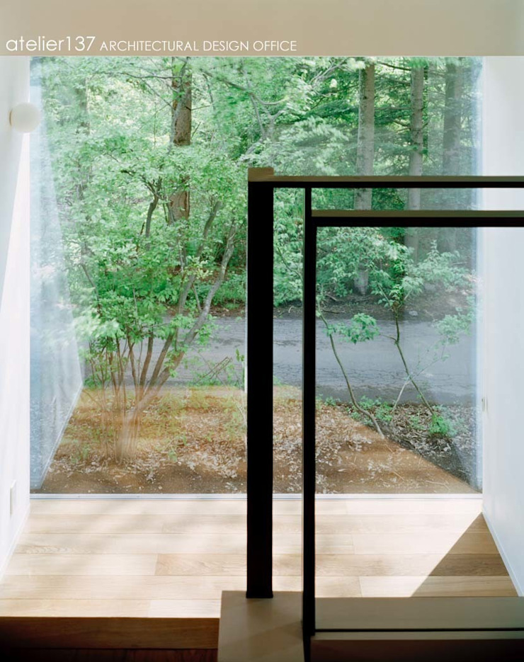 階段~015軽井沢Tさんの家 モダンスタイルの 玄関&廊下&階段 の atelier137 ARCHITECTURAL DESIGN OFFICE モダン 木 木目調