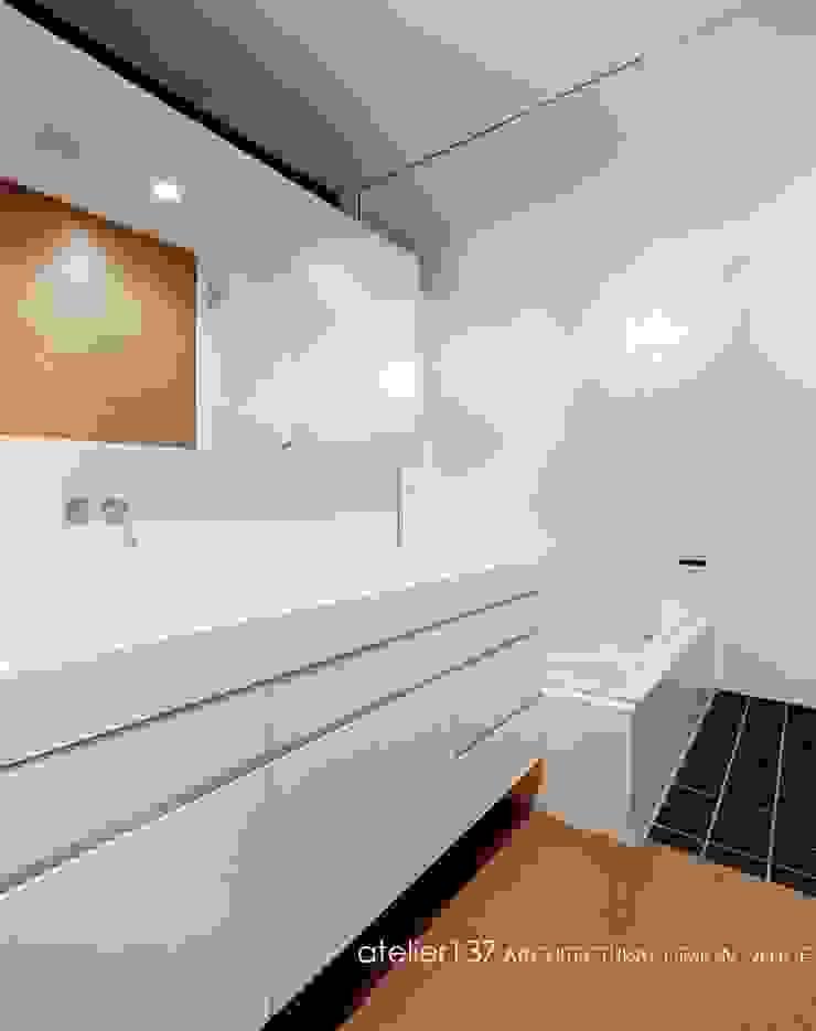 洗面脱衣室~015軽井沢Tさんの家 モダンスタイルの お風呂 の atelier137 ARCHITECTURAL DESIGN OFFICE モダン MDF