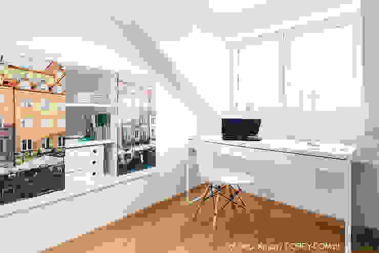 Oficinas y bibliotecas de estilo moderno de GACKOWSKA DESIGN Moderno