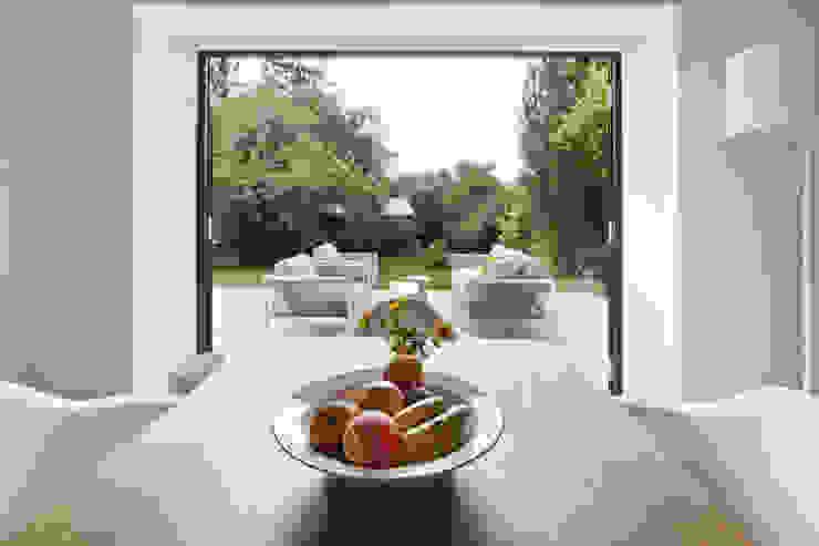 Minimalist Balkon, Veranda & Teras Franz&Sue Minimalist