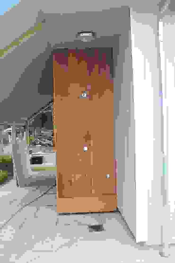 Shower Broad and Turner Garden Furniture