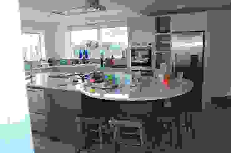 Island Broad and Turner Modern kitchen