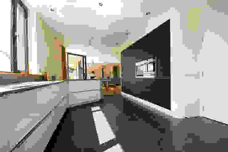 Blue Door, Monmouthshire Modern kitchen by Hall + Bednarczyk Architects Modern