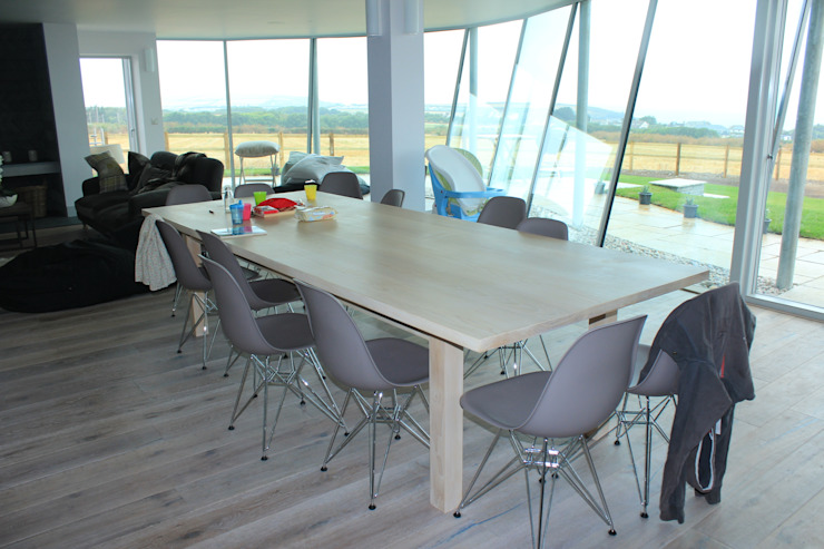 Table Broad and Turner Dining roomTables