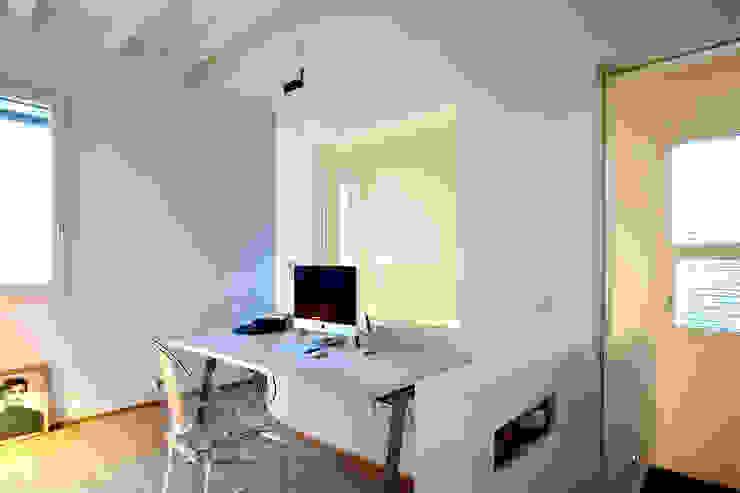 studio Ingresso, Corridoio & Scale in stile moderno di Barbara D'Agaro architetto Moderno